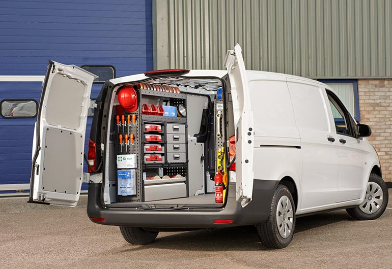 Säker och krocktestad bilinredning i servicebil